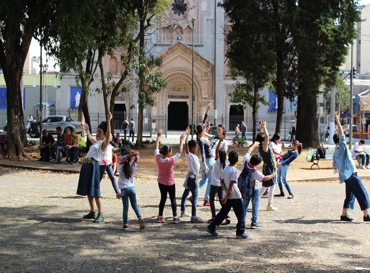 Grupo Lagartixa na Janela Intervenções com o Publico Infantil