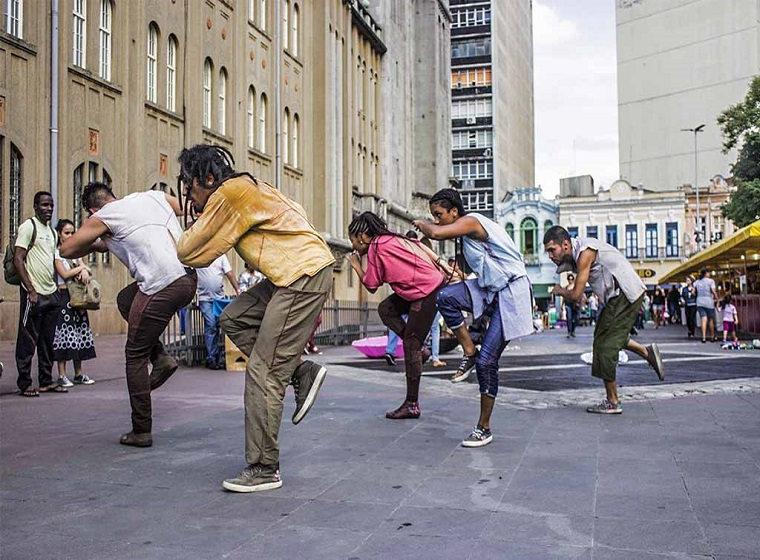 """Grupo Fragmento Urbano com Espetáculo """"Encruzilhada"""" Abertura"""